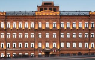 Voorkant van Hotel Azimut Moscow Tulskay in Moskou