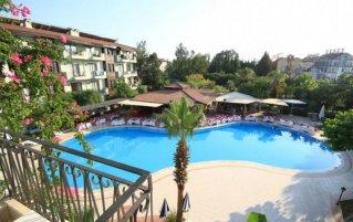 Uitzicht op het zwembad van Hotel Lemas Suite in Side