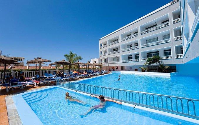 Buitenzwembad van Hotel Blue Sea Lagos de Cesar op Tenerife