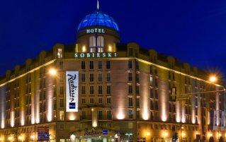 Gebouw van Hotel Radisson Blu Sobieski in Warschau