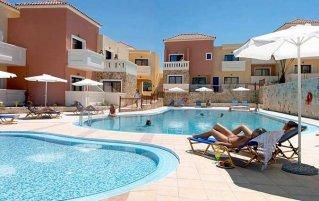 Zwembad van Hotel Adelais op Kreta