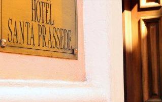 Entree van Hotel Santa Prassede Rome