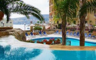 Buitenzwembad Aparthotel Porto Azzurro op Malta