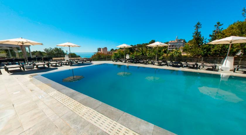 Zwembad van hotel Costa Portals op Mallorca