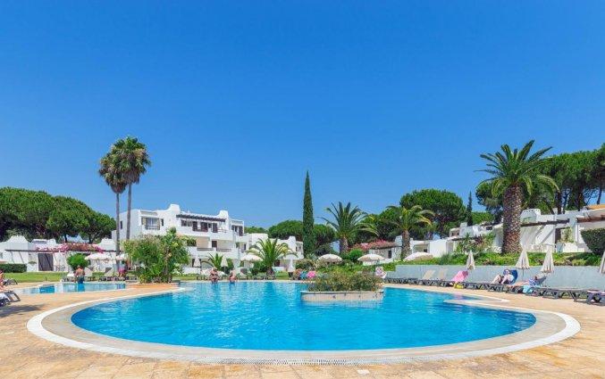 Buitenzwembad van Resort Balaia Golf Village in Algarve