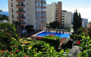 Buitenzwembad van Studio's Dorisol Buganvilia op Madeira