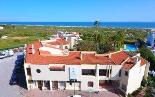Gebouw van Hotel Praia da Lota Resort in de Algarve