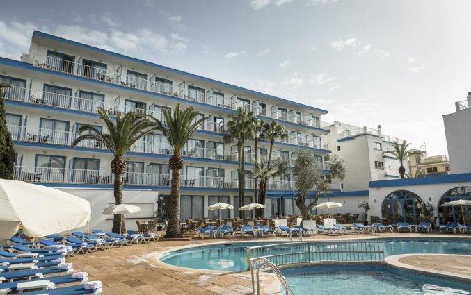Buitenaanzicht en zwembad van Hotel Elegance Vista Blava op Mallorca