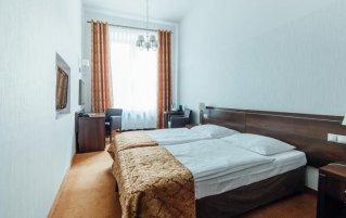 Kamer met twee losse bedden in Hotel Rezydent in Krakau