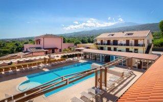 Tuin met zwembad van Hotel La Terra dei Sogni op Sicilie