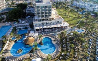 Bovenaanzicht van Hotel Golden Bay Beach in Larnaca - Cyprus