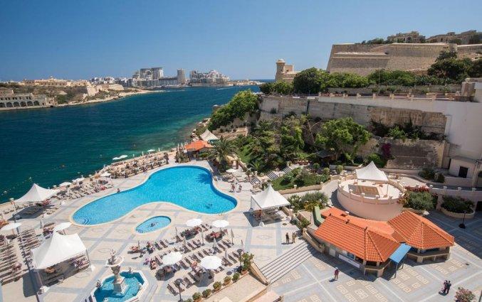 Buitenzwembad van Grand Hotel Excelsior op Malta