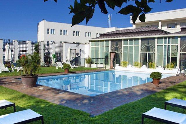 Zwembad van Hotel Oasis
