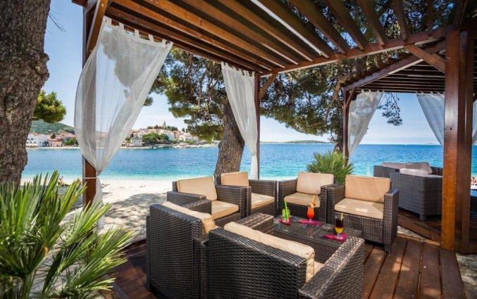 Zitgedeelte van Hotel Zora in Dalmatië