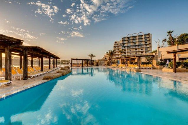 Korting Ontloop de kou op Malta Hotel Qawra