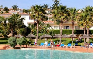 Zwembad met zonneterras van Hotel Clube Mos Algarve