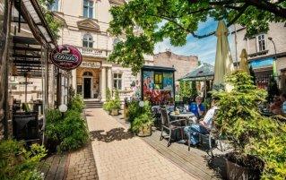 Tuin en terras van Hotel Garden Palace in Krakau