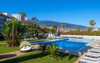 Zwembad en tuin van Hotel Weare La Paz Tenerife