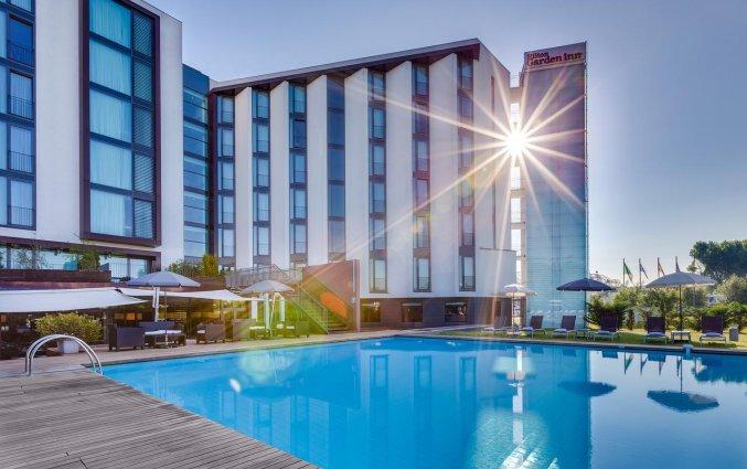 Zwembad van hotel Hilton Garden Inn Venice Mestre San Giuliano in Venetie