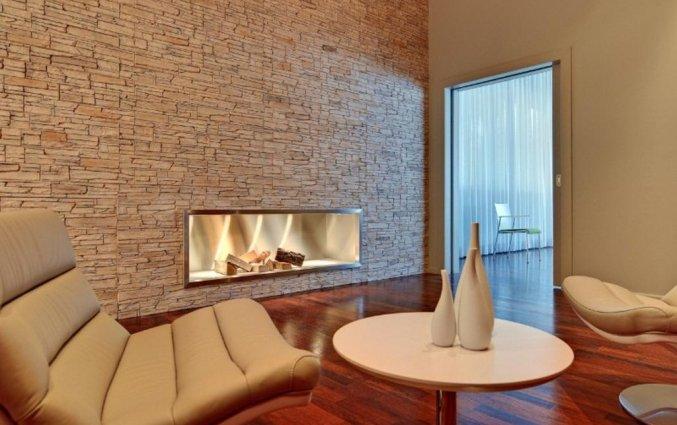 Lounge met openhaard van hotel Lützow Berlijn