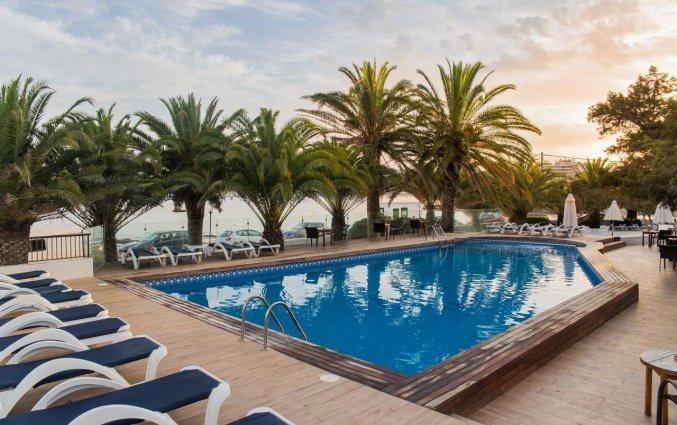 Buitenzwembad van Hotel Tagomago op Ibiza