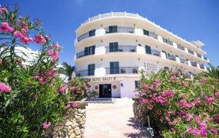 Buitenkant van hotel Azuline Galfi