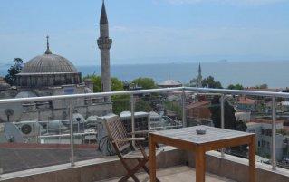 Dakterras met uitzicht van Hotel Art City in Istanbul