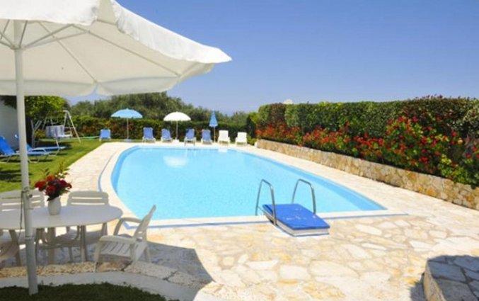 Zwembad met duikplank Irene apartments vakantie Corfu