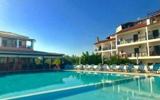 Zwembad van Hotel Ccb Bruskos op Corfu