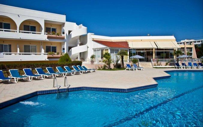 Zwembad van hotel Happy Days op Rhodos
