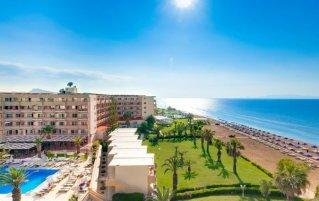 Resort Complex Sun Beach op Rhodos met uitzicht op de zee