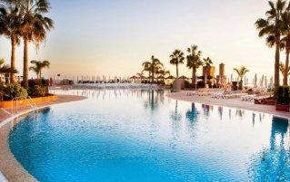 Het zwembad vanHotel Be Live Family Costa de los Gigantes Tenerife