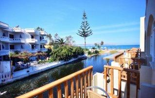 Uitzicht vanaf kamer van Hotel Kalyves beach op Kreta
