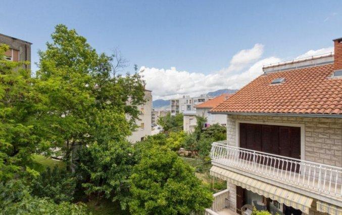 Gebouw en uitzicht van appartementen Mustapic in Dalmatië