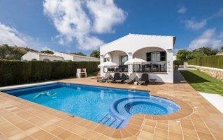 Zwembad van een villa van Villa Finesse op Menorca