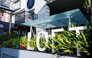 Entree van Hotel Loft Legian op Bali