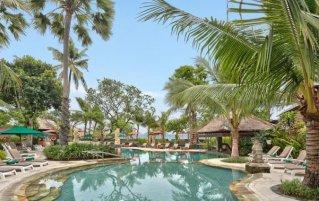 Zwembad van hotel Legian Beach in Bali