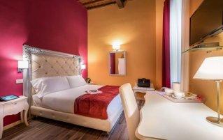 Tweepersoonskamer van Residenza Conte di Cavour in Florence