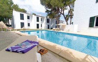 Buitenzwembad van Appartementen Cala Blanca op Menorca