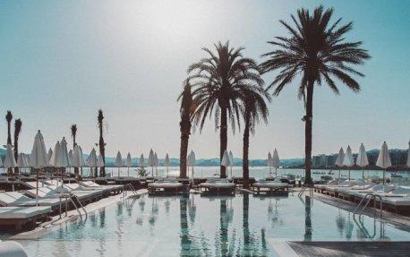 Buitenzwembad van Hotel Amare Beach op Ibiza