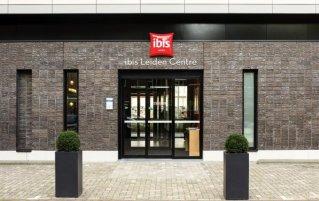 Buitenkant van Hotel Ibis Leiden Centre in Leiden